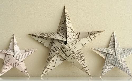 I love simple crafts at Christmas - well, my simple, I mean basic - take one sheet of paper... and turn into ino a magic star. Like these little 5 pointed paper stars. Aren't they gorgeous? Love the use of…