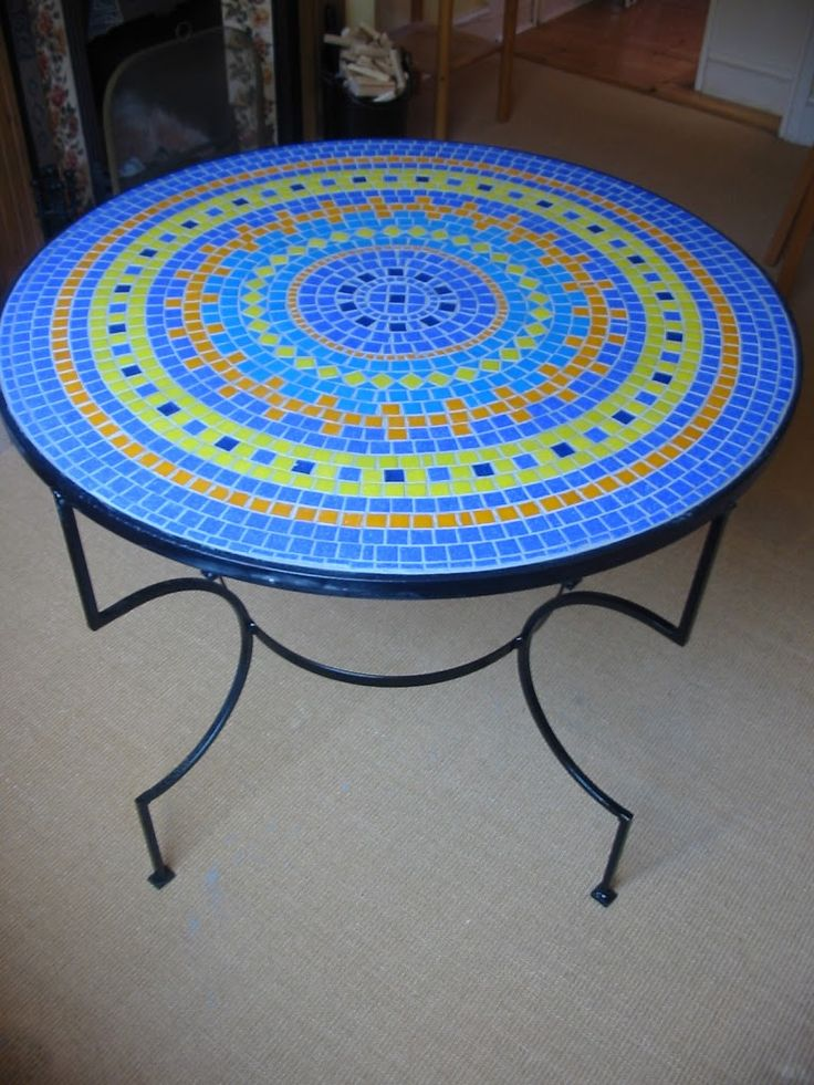 Making a mosaic table - Dreaming of a Craft Room