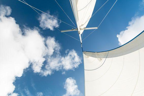 Nieuw in mijn Werk aan de Muur shop: Detail van de zeilen van een zeilboot