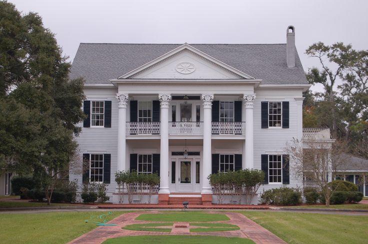 Arlington Plantation House, Franklin, Louisiana.  If I ever win the lottery I will buy an old Plantation house