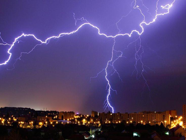 Метеорологи нашли самую длинную молнию http://www.belnovosti.by/records/53221-meteorologi-nashli-samuyu-dlinnuyu-molniyu.html