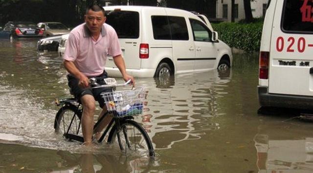 Şiddetli yağmur günlerdir Çin'in güney eyaletlerini vuruyor. #china