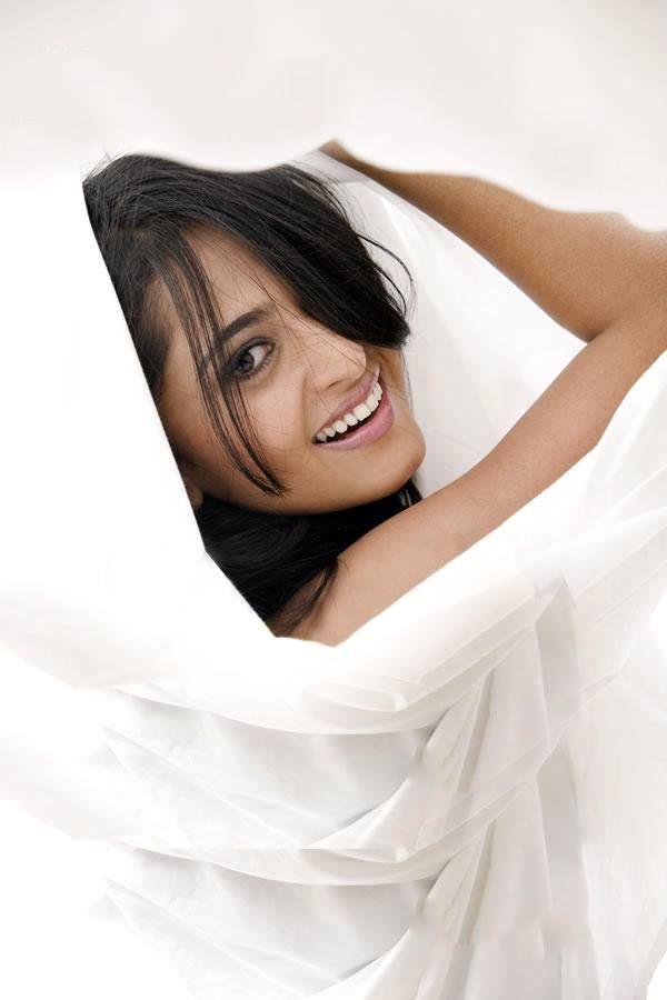 anushka shetty looking beauty in white