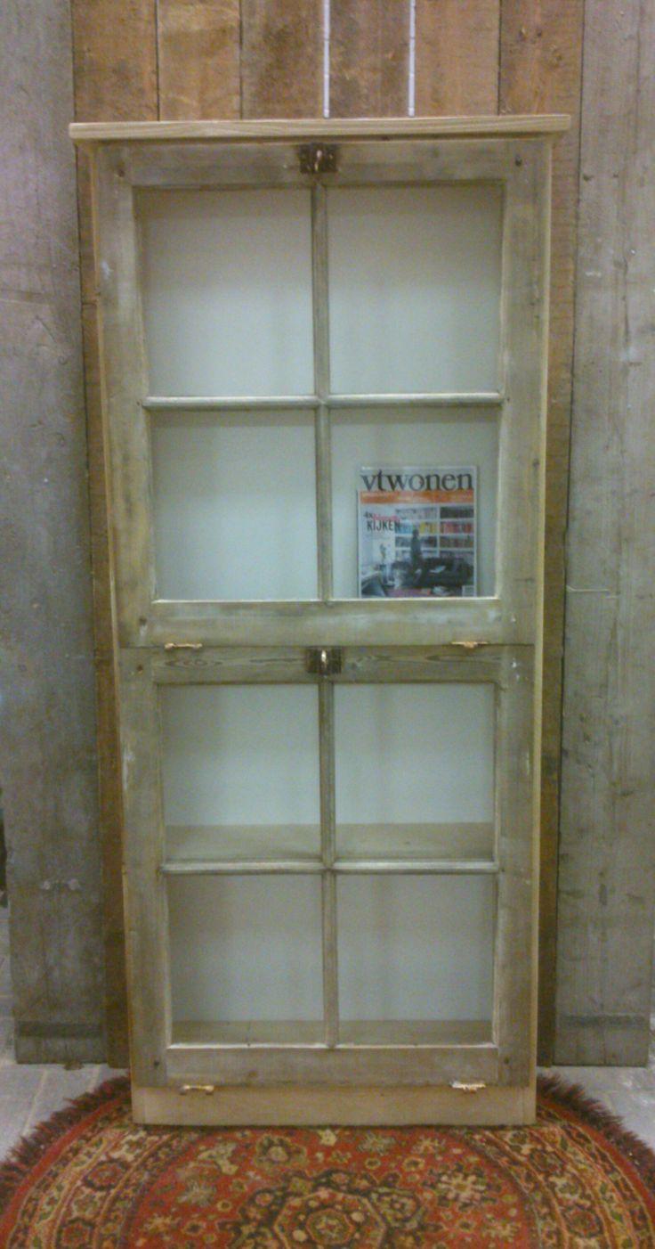 Boekenkast van oude kozijnen. CustomThijs.