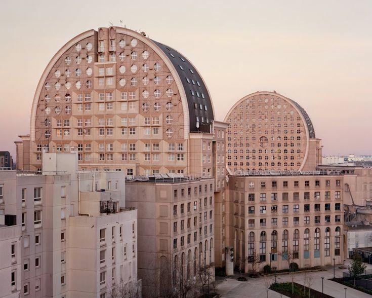 Zdjęcie numer 8 w galerii - Tajemnicze blokowiska Paryża, jak z filmów science-fiction. Fotograf wyciągnął je z niebytu