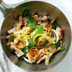 Recept - Zoete kip en peultjes uit de wok - Allerhande