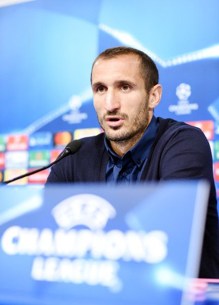 Juventus player Giorgio Chiellini speaks during a press conference at the Maksimir stadium in Zagreb on September 26, 2016, on the eve of their UEFA Champions League Group H football match against Dinamo Zagreb.  / AFP / STRINGER