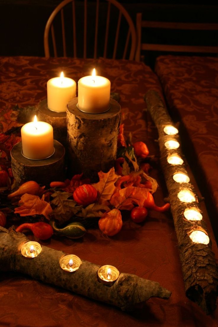 bricolage automne - porte-bougies branches, rondelles de bois, feuilles automnales et petites citrouilles