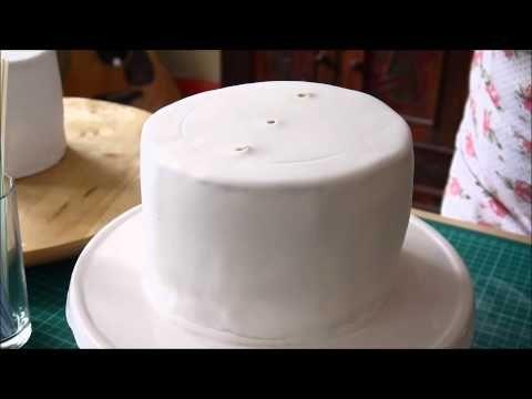 2 stöckige Torte stapeln: Anleitung Hochzeitstorte How to make a 2-tier wedding cake - YouTube