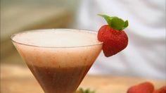 Cocktail met cava, rum, limoen, aardbei en basilicum | VTM Koken