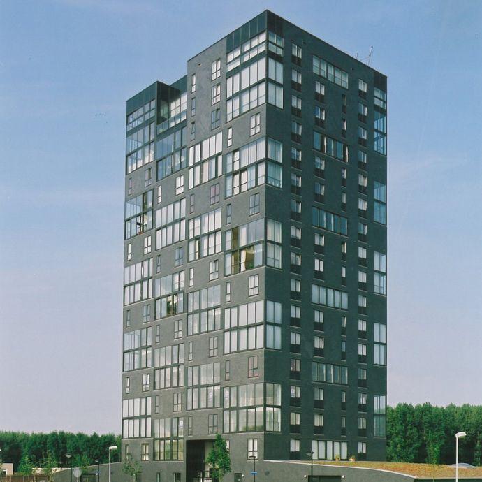 Mehrfamilienhaus in Rechteck-Doppeldeckung von Rathscheck Schiefer