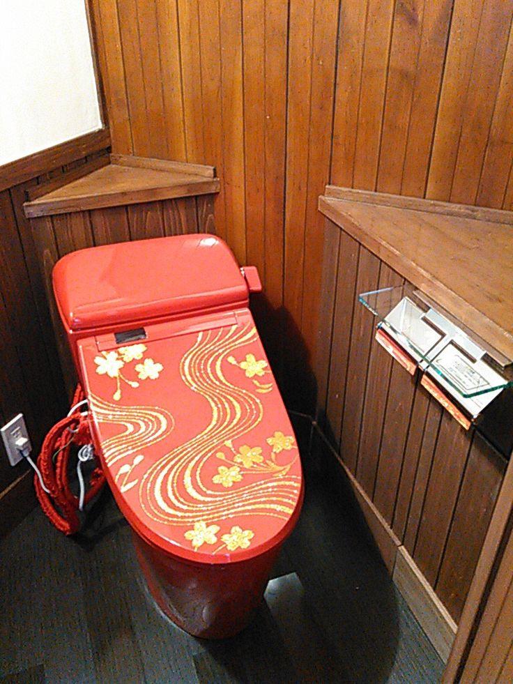 日光にオープンする大正ロマン風な雰囲気の「日光プリン亭」のトイレ。BIDOCORO「朱赤の行」。