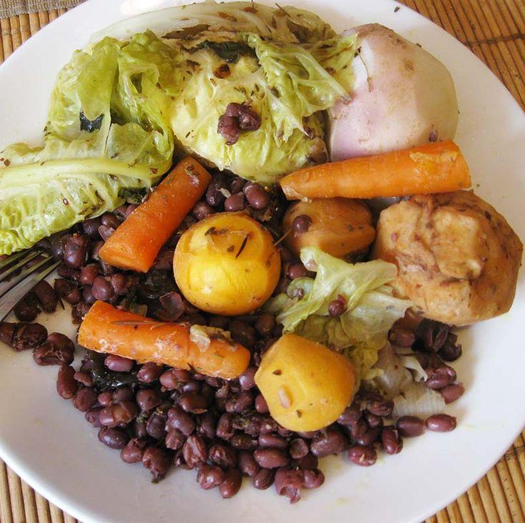 Réalisez un plat diététique, gourmand et de saison, avec cette recette de potée végétarienne au chou vert frisé et aux haricots rouges.