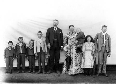 Italian Vintage Photographs ~ #Italy #Italian #vintage #photographs ~ Gli Italiani partono per il Brasile e l'Argentina, emigranti italiani