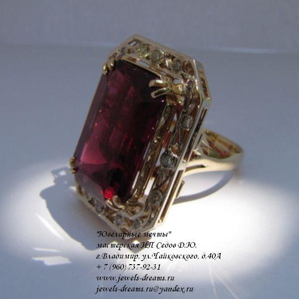 Золотое женское кольцо «Кровь маркиза» с турмалином и бриллиантами