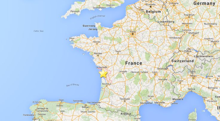 An earthquake registering 5.0 on the Richter scale has struck the southwest of France near the city of La Rochelle. The quake hit at 08:45 local time at a