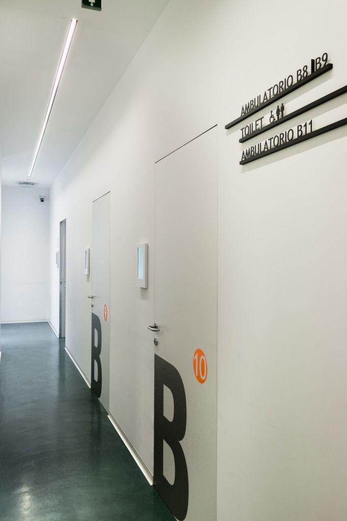 Uffici Centro Medico Santagostino Milano - HI LITE Next #lighting #design #fixtures Luceplan Costanza