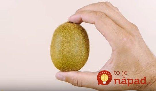 Pozrite si skvelý trik, vďaka ktorému šúpanie tropického zeleného ovocia už nebude žiaden problém. zvládnete to za 3 sekundy.