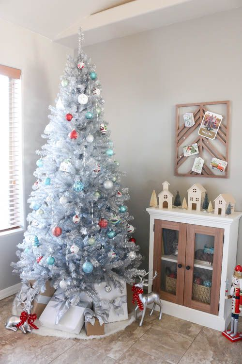 Learn how to decorate a vintage Christmas tree with a mid-century modern flair! #homedepotstylechallenge #sponsored #christmas #vintage #vintagechristmas #nostalgic #silver