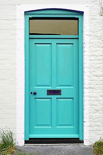 Turquoise door? Yes, please.