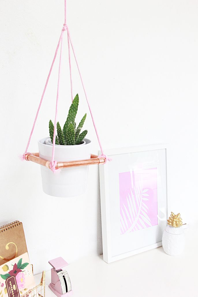 Decor Craft: DIY Hanging Copper Planter (via @Abubblylife)
