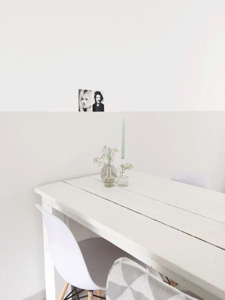 De lambrisering is een woontrend die je in steeds meer interieurs terug ziet komen. Alleen is het nu een geverfd vlak, in plaats van houten schrootjes op de muur, zoals vroeger. Een lambrisering geeft direct sfeer aan je huis en een fijne bijkomstigheid is dat je hem in een middagje hebt gemaakt!
