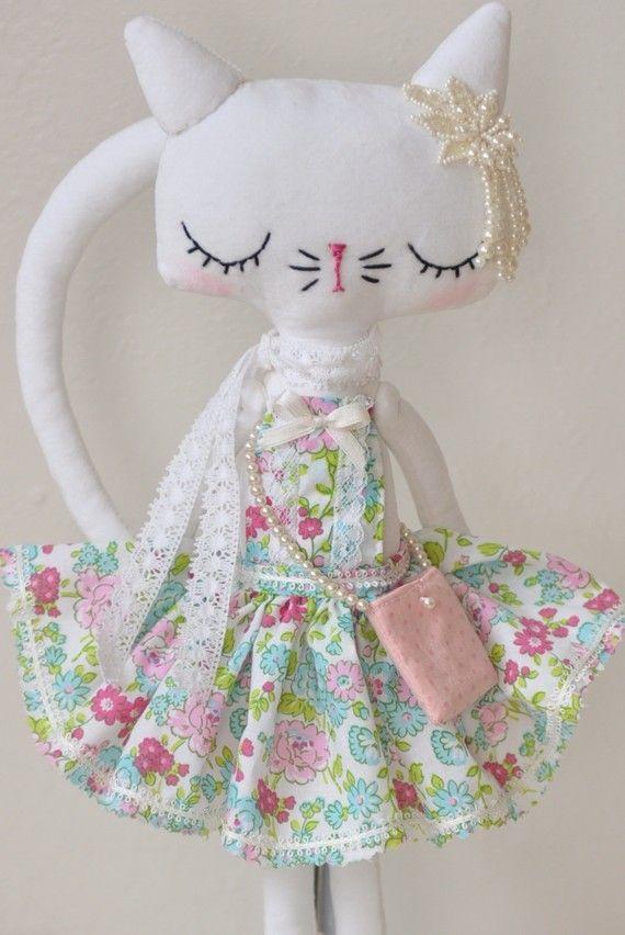 White vintage kitty by Nooshka