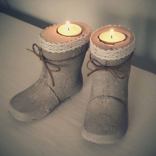 """Kerzen-Stiefel"" aus Beton"