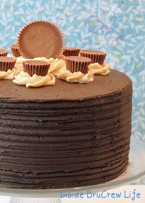 Peanut Butter Explosion Cake - chocolate cake filled with peanut butter frosting and Reese's peanut butter cups #hersheys