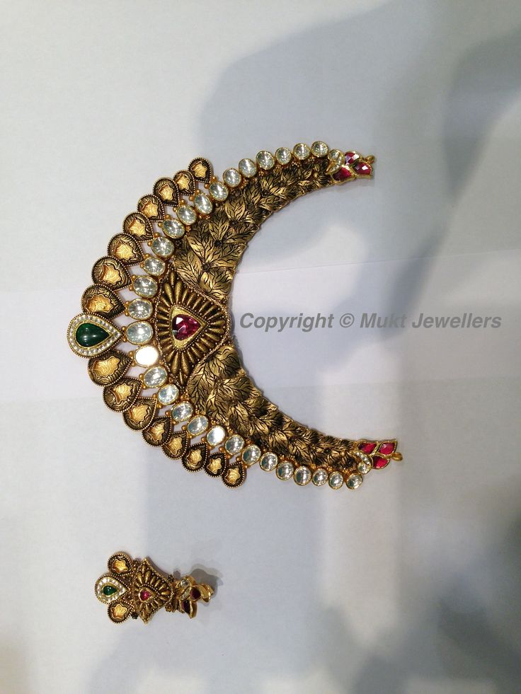 Necklace with the internal carvings  in leafs, most exclusive carves in drops with multilayer designs with finest finished line of Jadtar.
