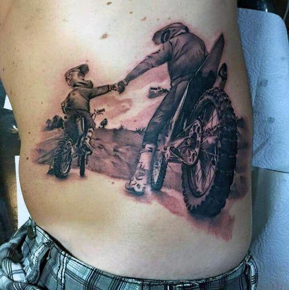 Vater und Sohn Motocross Riders Herren Brustkorb Tattoos