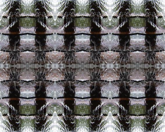 Naar stromend water kan ik eindeloos kijken. Er zit zoveel leven in, één en al beweging. Wanneer je je fantasie de ruimte geeft zie je van alles. Associaties kunnen alle kanten op. Je kunt in de details opgaan, en ook juist het geheel op je in laten werken.