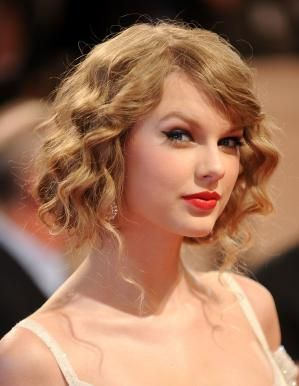 The Fake Bob Hairstyle Trend for Prom: Taylor Swift fake bob