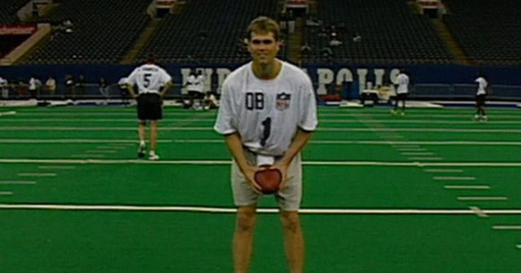 Watch New England Patriots quarterback Tom Brady run the 40-yard dash at the 2000 NFL Scouting Combine.