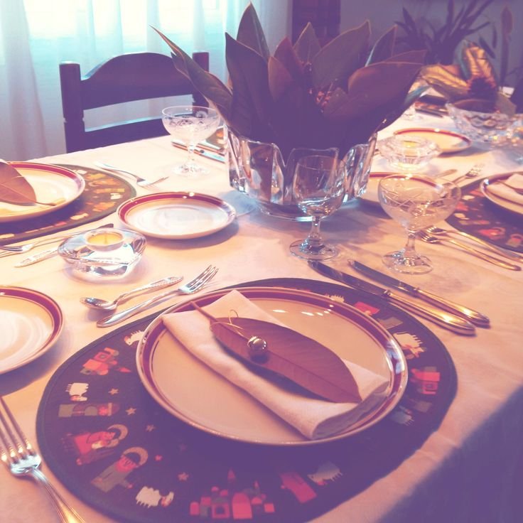 www.facebook.com/MlleZapanti  New years day festive lunch dinner tablescape  Magnolia & pinecones