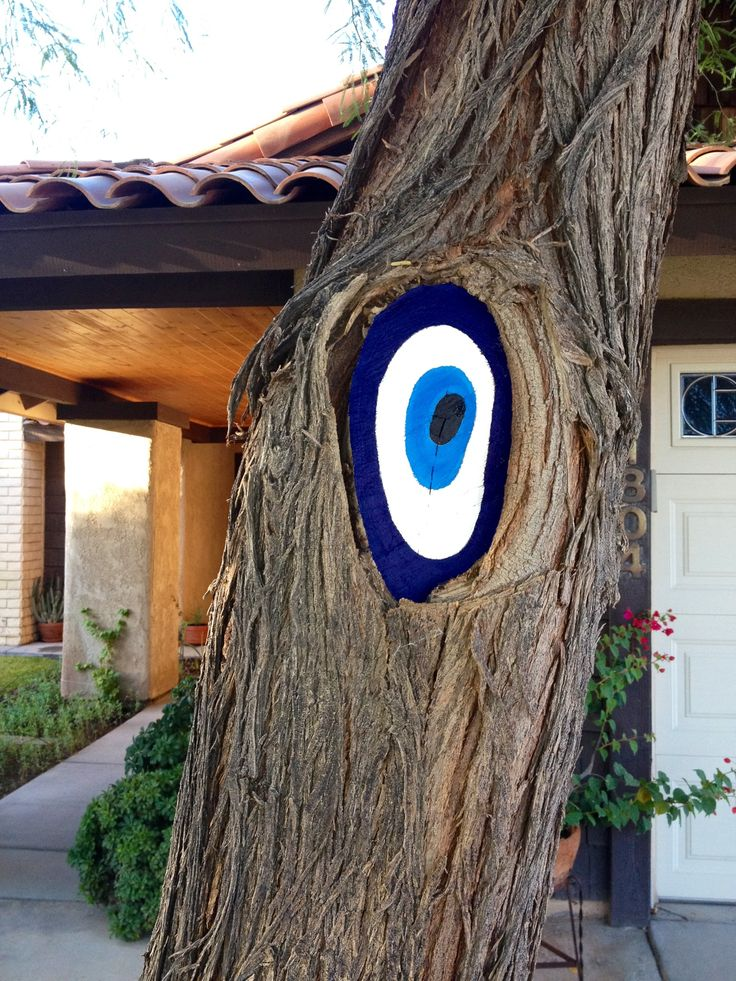 The evil Eye painted into the tree.