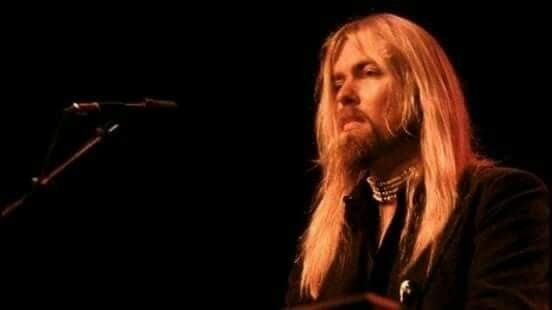 709 best images about gregg allman on pinterest dickey betts guitar players and jackson browne. Black Bedroom Furniture Sets. Home Design Ideas