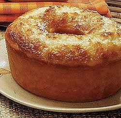 Ingredientes  - 5 maçãs grandes  - 2 xícaras de chá de açúcar  - 1 xícara de chá menos um dedo de óleo de milho  - 3 ovos  - 2 xícaras ...