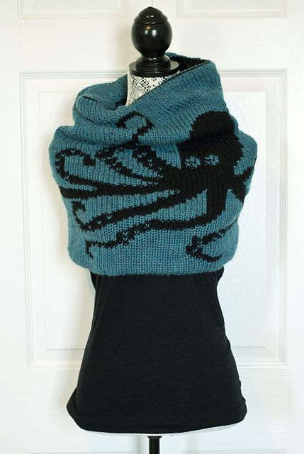 Ravelry: Double Knit Kraken Cowl pattern by kraftling