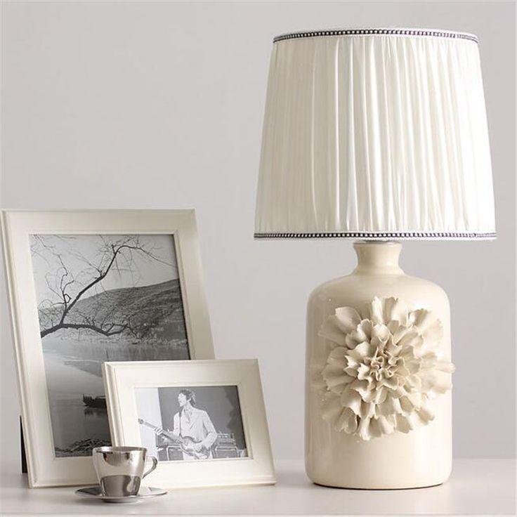Современная Мода Китайский Ручной Белый Керамический Цветок Ткань Led E27 Настольная Лампа для Свадебный Декор Спальня Гостиная Свет 1346 купить на AliExpress