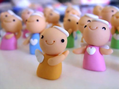 peoples and angels made of Fimo: Clay Angel, Fimo Christmas, Fimo Angel, Christmas Crafts, Angel Clay, Disc Necklaces, Polymer Clay, Diy, Polymer Minis