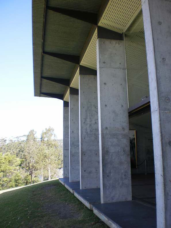 Glenn Murcutt - Riversdale, Shoalhaven River. Detail of main hall facade.
