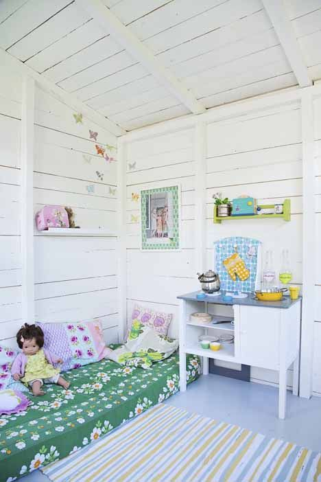 re-purpose crib mattress for playhouse