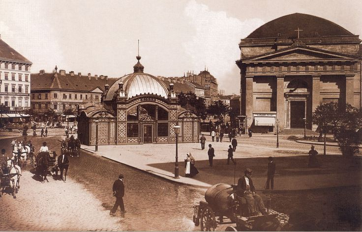 Deak Ferenc ter. In the middle of the picture one can see the entrance to the M1 station, today the Museum of the Budapest Subway. Budapest 1896