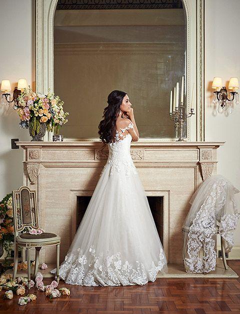 A Maison Kasproduziu belas fotos desua nova coleção de vestidos de noiva. Tecidos leves como tule e musseline de seda foram mesclados com rendas, cetim d