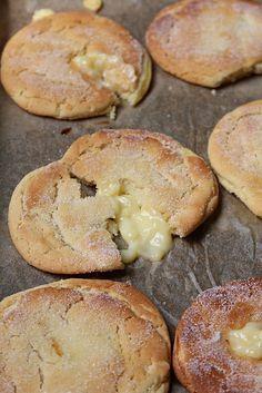Jag har varit sugen på sockerbullar länge så det bli en småkaka som är en blandning av en bulle och en kaka. Kakan är härligt seg inuti smak av kardemumma med en vaniljkräm gömma. Jag använde mig av marsankräm (blanda 1 dl mjölk 2 msk marsanpulver), men det går lika bra att [...]