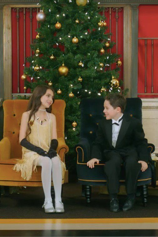 "Idina Menzel and Michael Bublé's ""Baby, It's Cold Outside"" Video Is Still the Cutest"