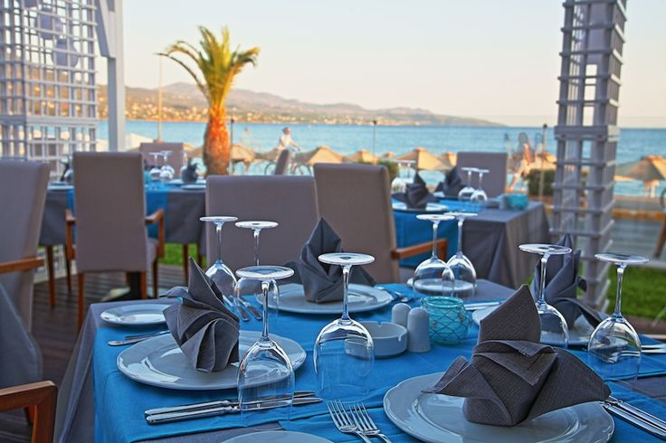 """Our hotel features the """"EY ZHN"""", a Mediterranean Cuisine Restaurant, in which selected chefs create unique dishes and special delicacies, and three bars, Elite Beach Bar, which entertains patrons of the hotel on the beach, Elite Aqua Club, which allows you to enjoy a drink or cocktail in spotless and attentive space at the poolside, and the Lobby Bar on the ground floor of the hotel overlooking the sea."""
