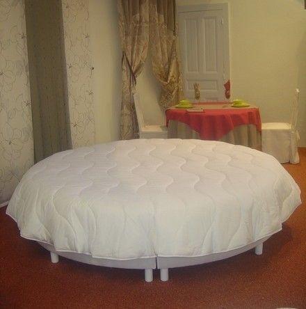 10 best drap lit rond images on pinterest comforters beds and balloon. Black Bedroom Furniture Sets. Home Design Ideas