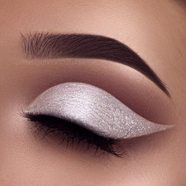White pearly shadow will refresh your look. On the upper part of the eye, is correctly applied brown shadow which agrees with the girl's complexion. Below eyebrows again going bright shadow.